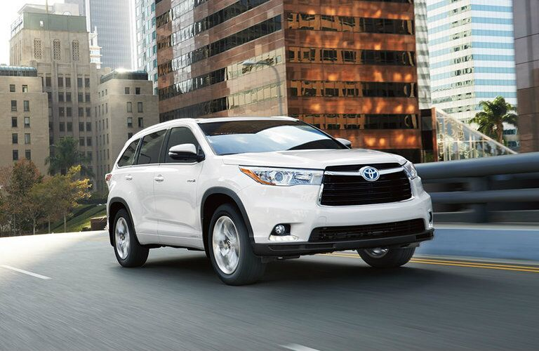 2016 Toyota Highlander athletic exterior design