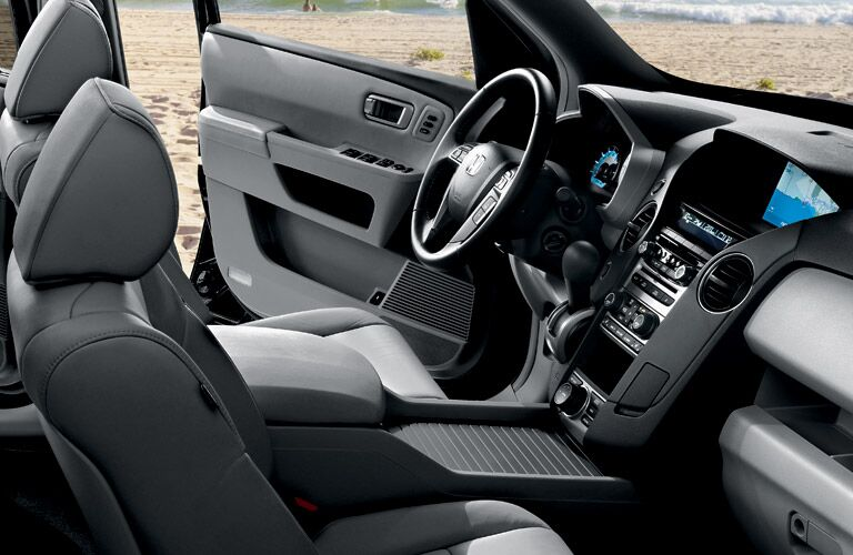 2016 Honda Pilot vs 2016 Toyota Highlander standard features