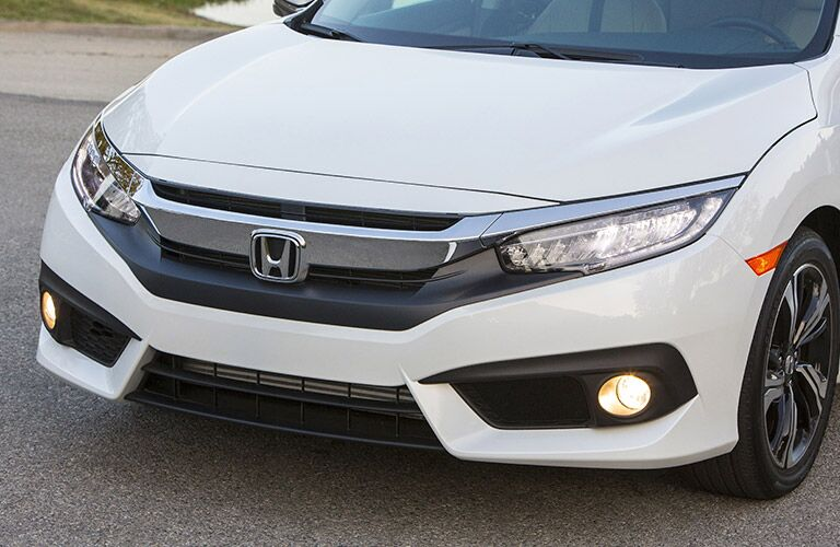 Zoomed in View of the 2017 Honda Civic Grille and Front Headlights