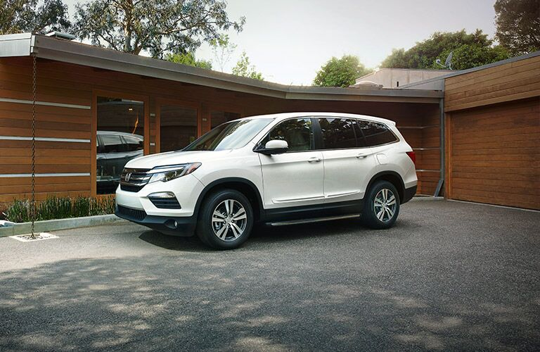 Side View of the 2017 Honda Pilot in White