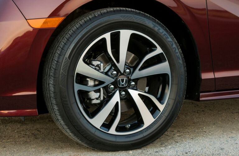 Close-up on the 2019 Honda Odyssey's tire