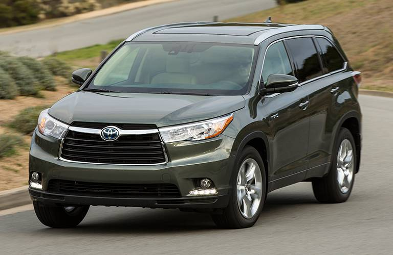 Toyota Highlander Hybrid front profile