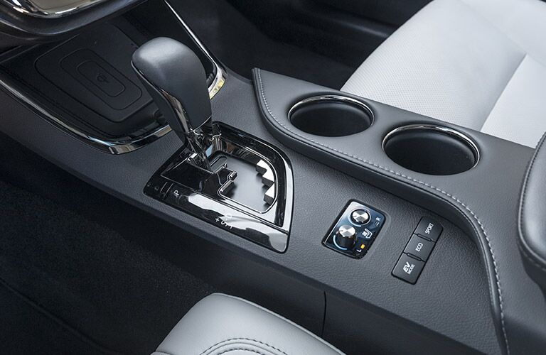 center console and transmission of 2018 toyota avalon hybrid