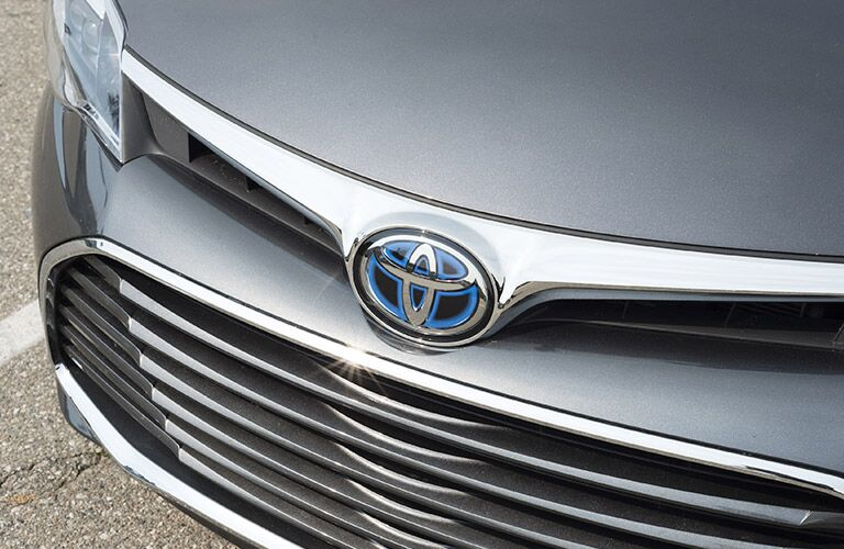 front bumper and grille of 2018 toyota avalon hybrid