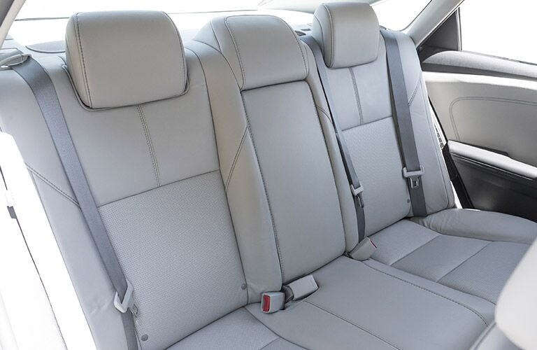 rear seats of 2018 toyota avalon hybrid