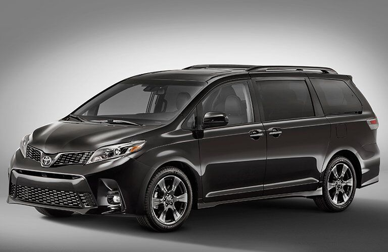 Front driver quater panel exterior view of 2018 Toyota Sienna