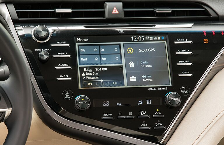 up close view of infotainment system of 2018 toyota camry hybrid