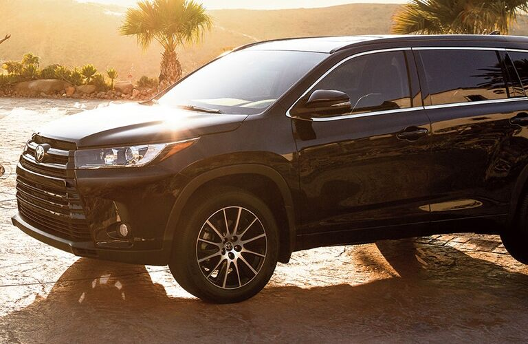 black 2018 toyota highlander side and front
