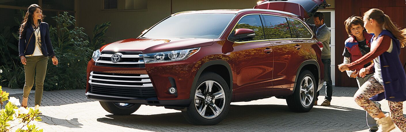 front and side view of red 2019 toyota highlander with liftgate open