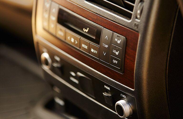 2019 Toyota Land Cruiser temperature controls