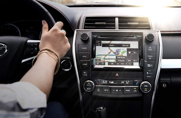 Center-mounted color touchscreen of the 2017 Toyota Camry