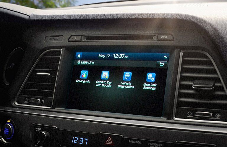 2017 Hyundai Sonata infotainment screen