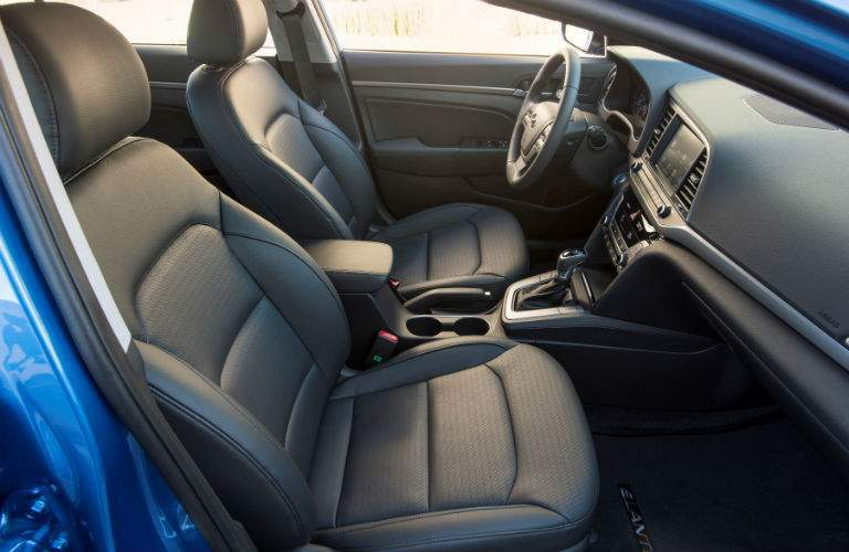Side view of the 2018 Hyundai Elantra'a front seats