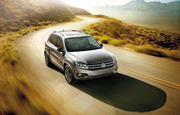 2017 Volkswagen Tiguan on switchback trail