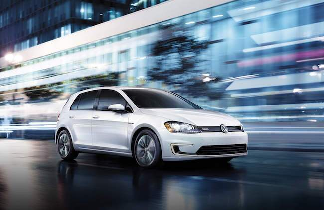 2016 VW e-Golf Driving in the City