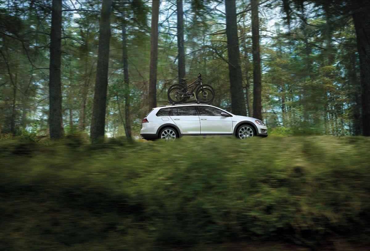 2017_Volkswagen_Golf_Alltrack