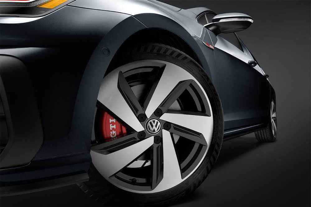 2018 Volkswagen Golf GTI alloy wheels