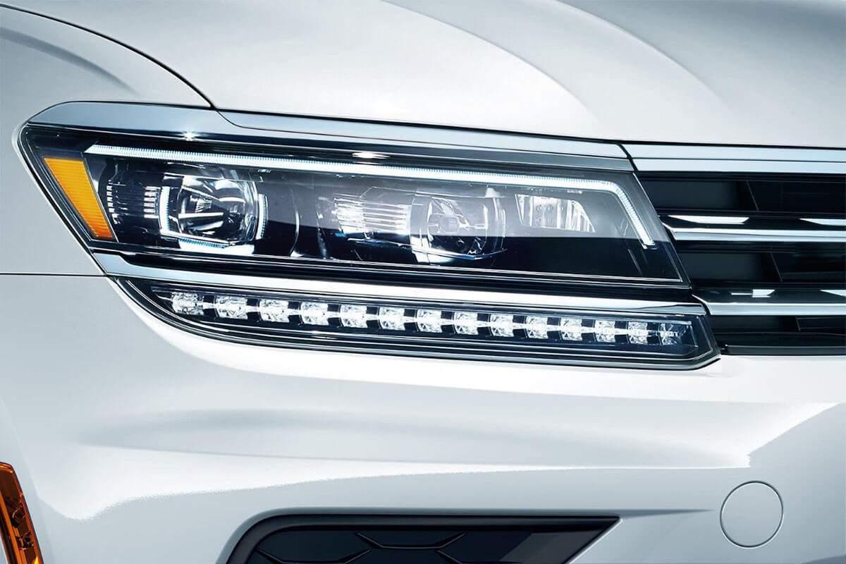 2018 Volkswagen Tiguan headlight detail