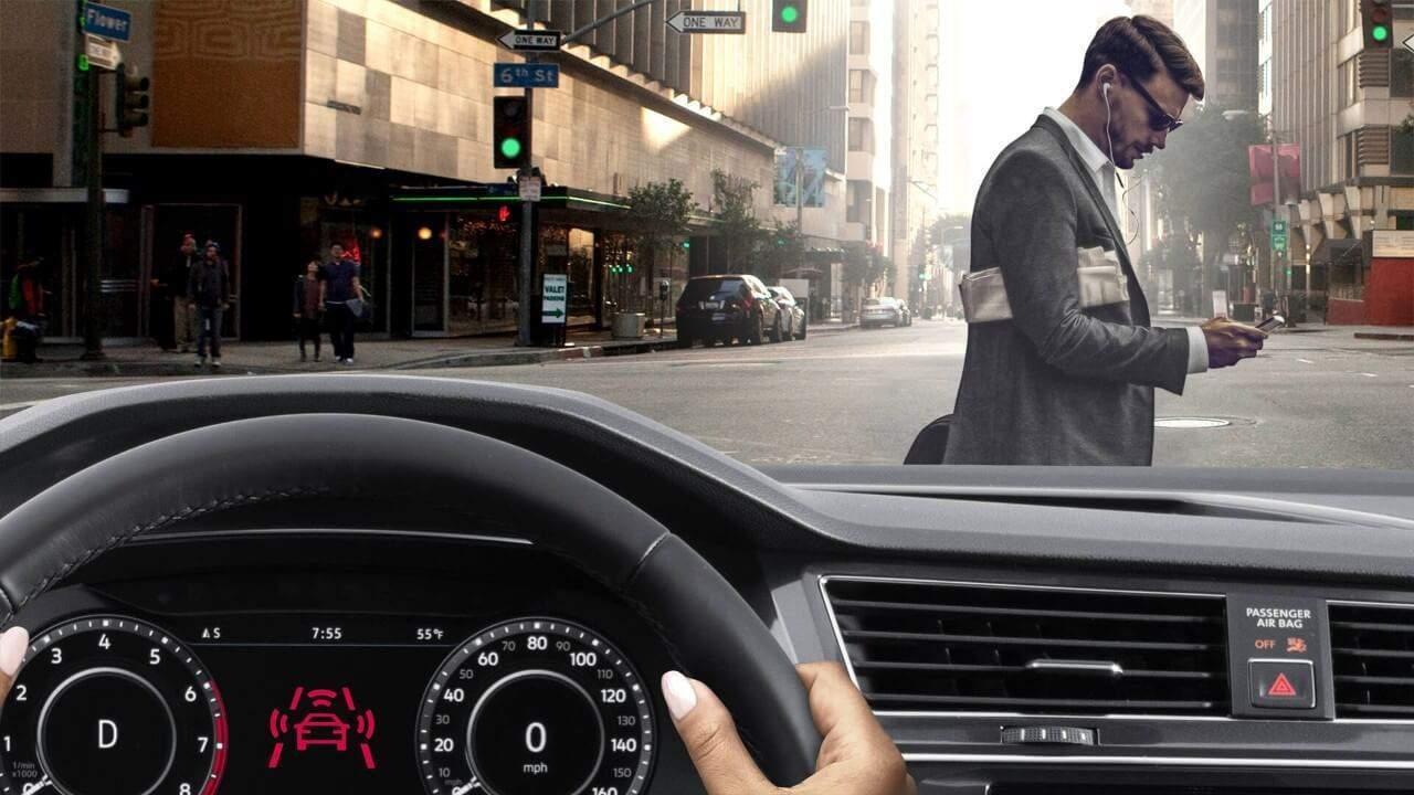 2018 Volkswagen Tiguan pedestrian alert
