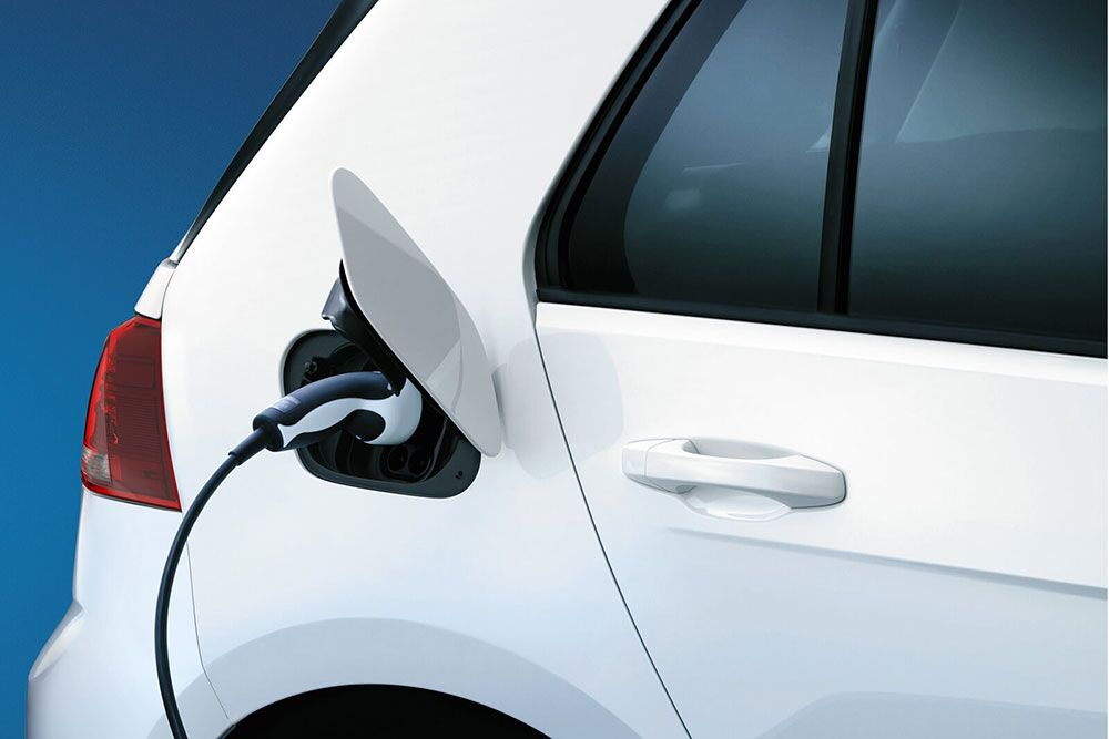 2018 Volkswagen e-Golf charging