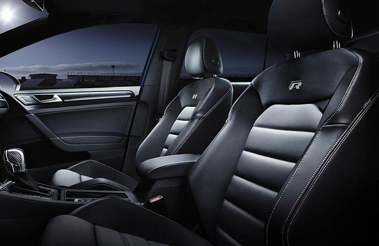 does the 2016 golf r have leather seats