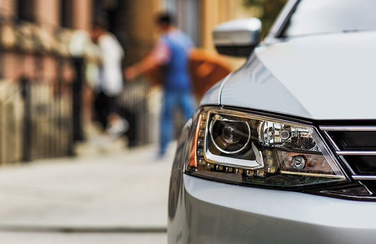 does the 2016 volkswagen jetta have automatic headlights