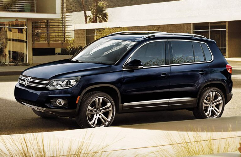 2016 vw tiguan in blue paint color with roof rails