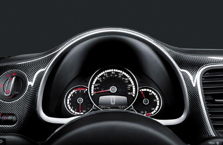 2016 Volkswagen Beetle interior features, design and instrument cluster