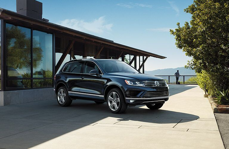 exterior front and side design on the 2016 vw touareg