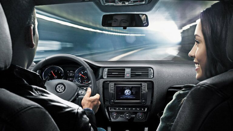 2016 Volkswagen Jetta vs 2016 Toyota Corolla interior specs and features