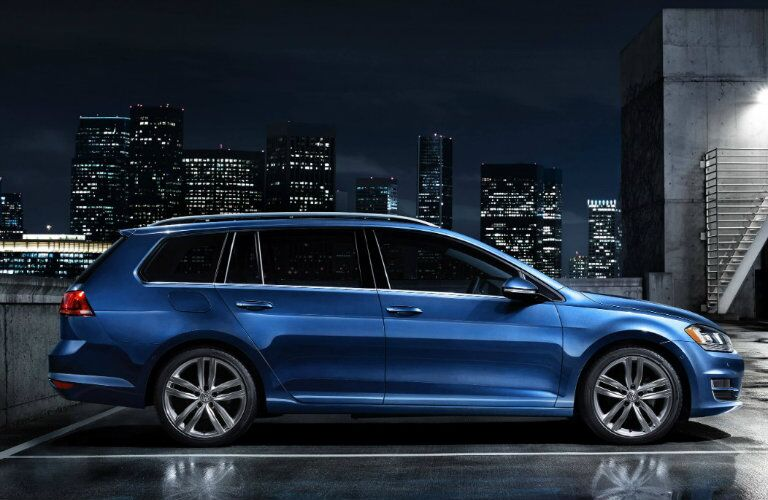 2017 volkswagen golf sportwagen in blue