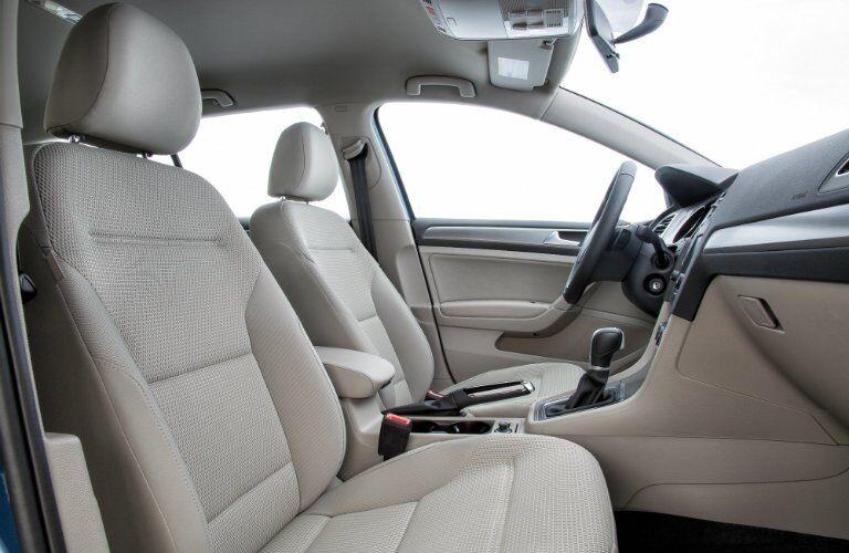 Front seats in 2017 Volkswagen Golf Sportwagen