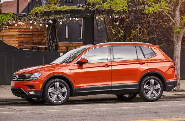 Side profile of orange 2018 Volkswagen Tiguan