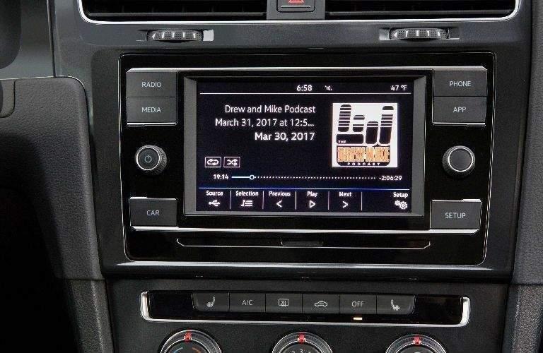 2018 VW Golf SportWagen infotainment system