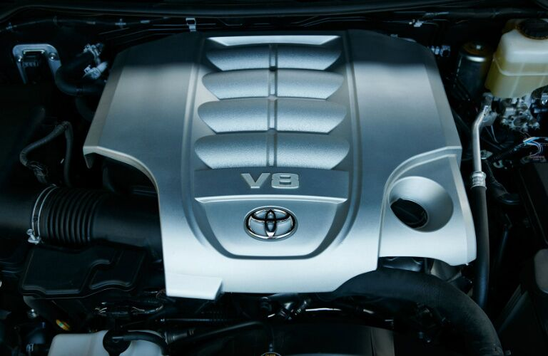 2017 Toyota Land Cruiser V8 engine