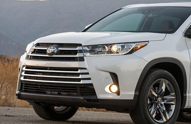 2017 Toyota Highlander Hybrid front grille