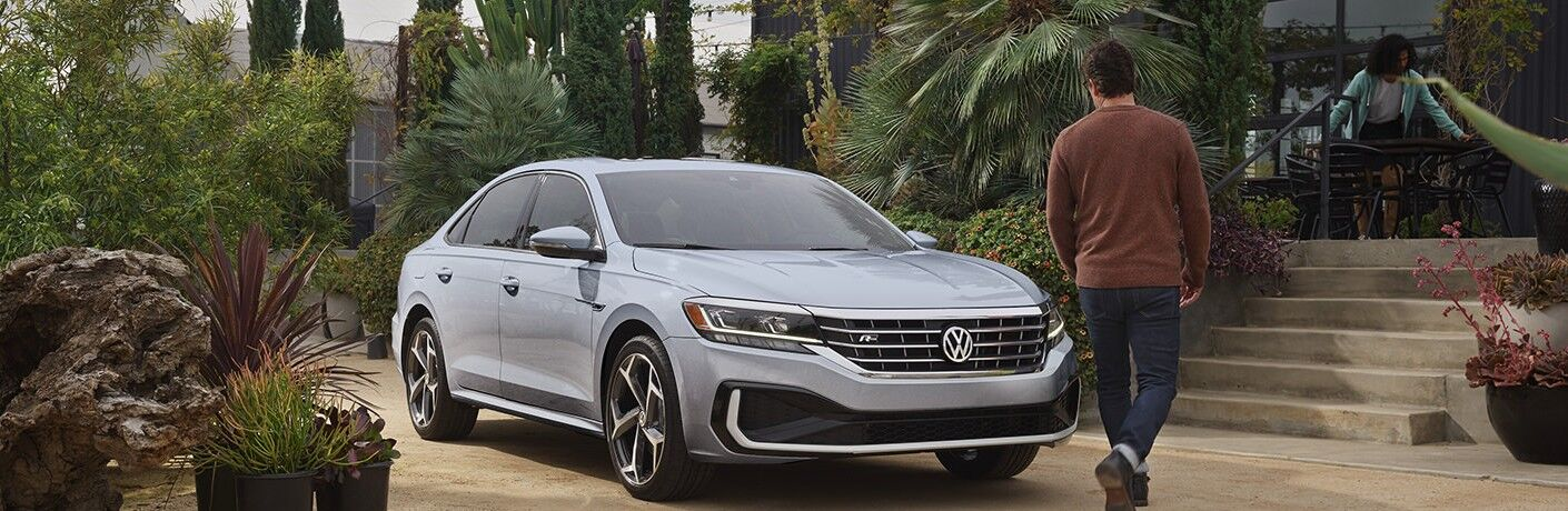 2021 Volkswagen Passat front and side profile