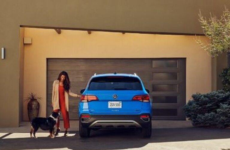 2022 Volkswagen Taos rear profile