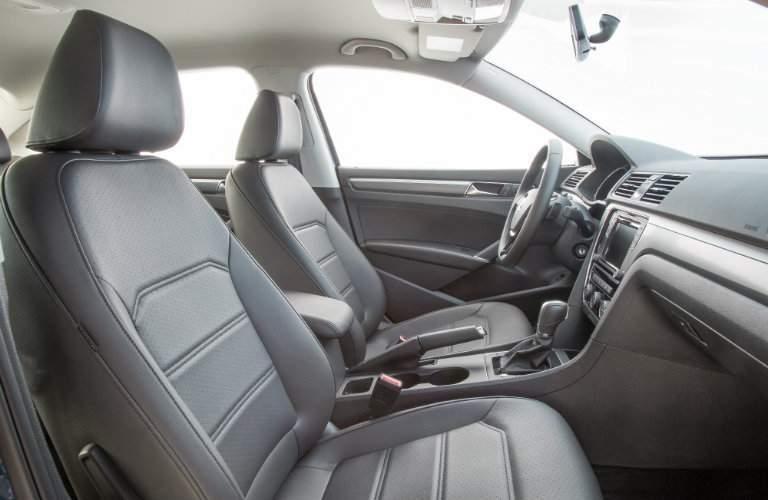 Front seats 2018 Volkswagen Passat R-Line