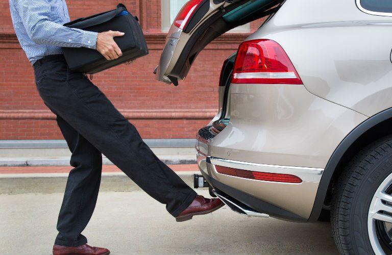 hands free hatch 2016 Volkswagen Touareg