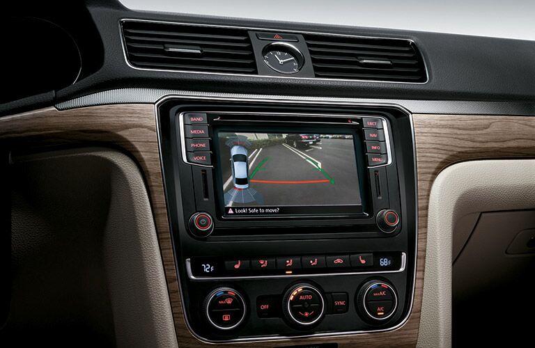 2016 Volkswagen Passat R-Line rearview camera