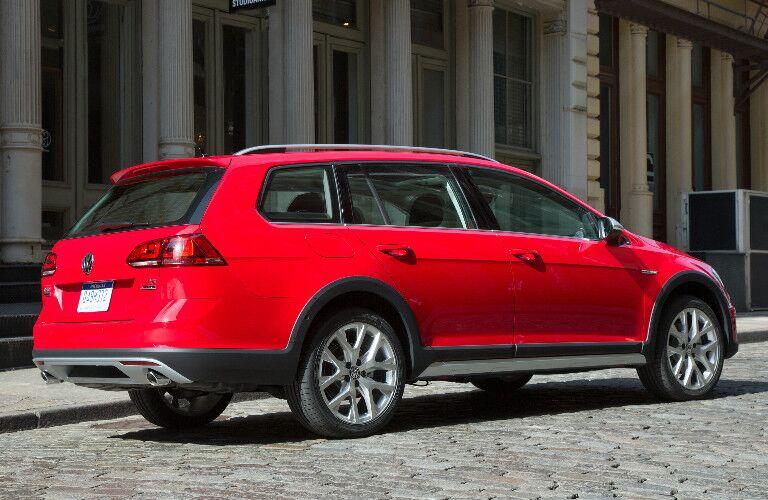 2017 Volkswagen Golf Alltrack Tornado Red
