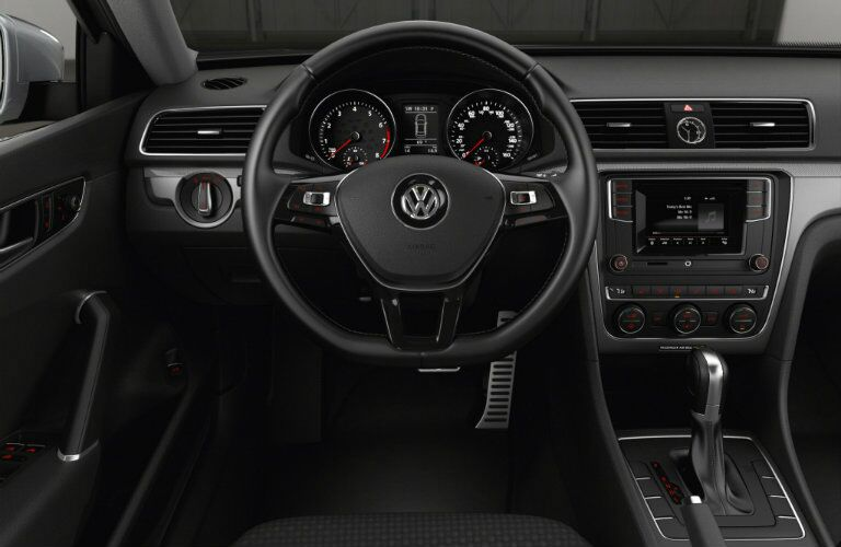 interior and tech features in the 2016 vw passat r-line