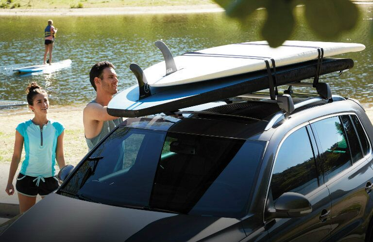 putting surf boards on the tiguan roof rails