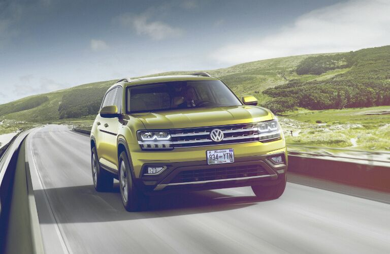2018 Volkswagen Atlas front view with grille