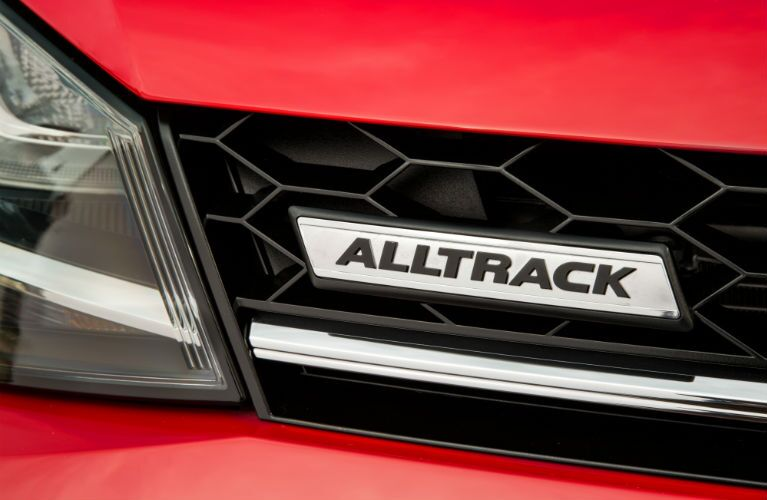 2017 Volkswagen Golf R vs 2017 Volkswagen Golf Alltrack Engine Performance