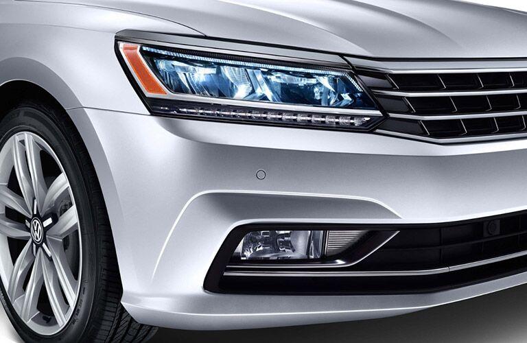 2018 VW Passat Close-Up View of Headlight