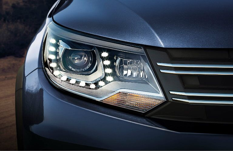 2017 Volkswagen Tiguan headlights and exterior styling
