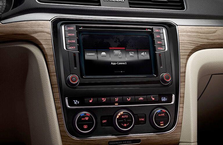 Color touchscreen of the 2018 VW Passat