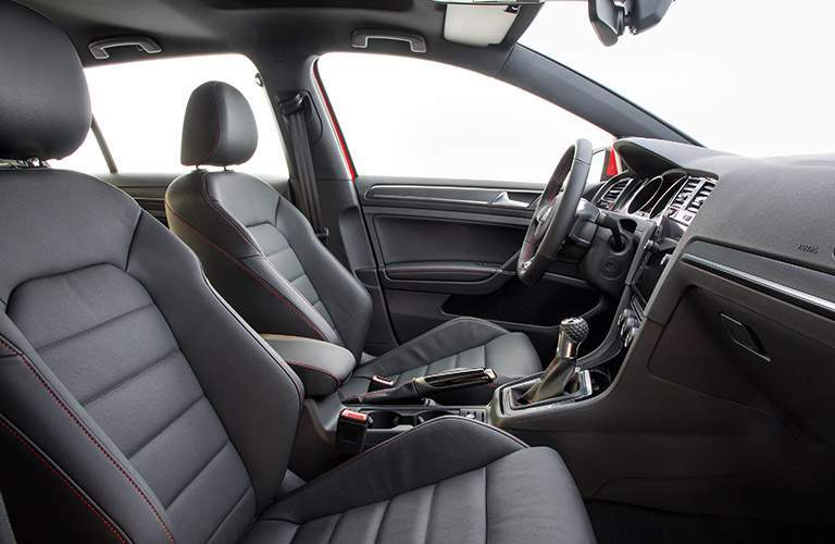 Side view of the 2018 VW Golf GTI's front seats
